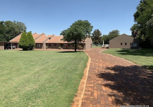 2HA Property on the banks of the Vaal River